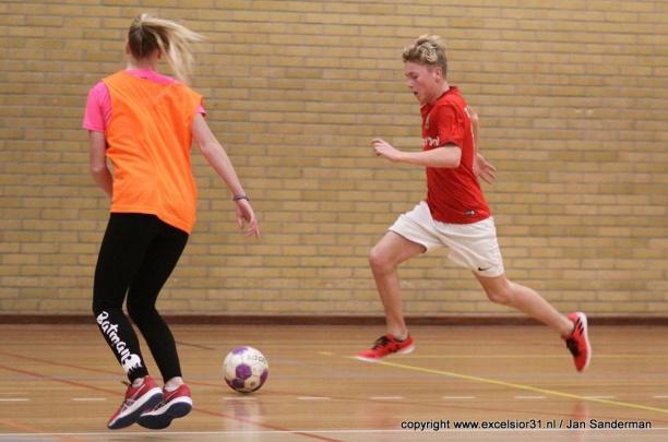 Weekjournaal met Zaalvoetbal voor de jeugd en FIFA18-toernooi