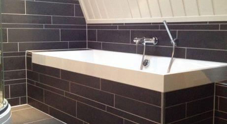 Badkamer Tegels Zwart : Nijkamp tegels rijssen projecten badkamer in zwart wit