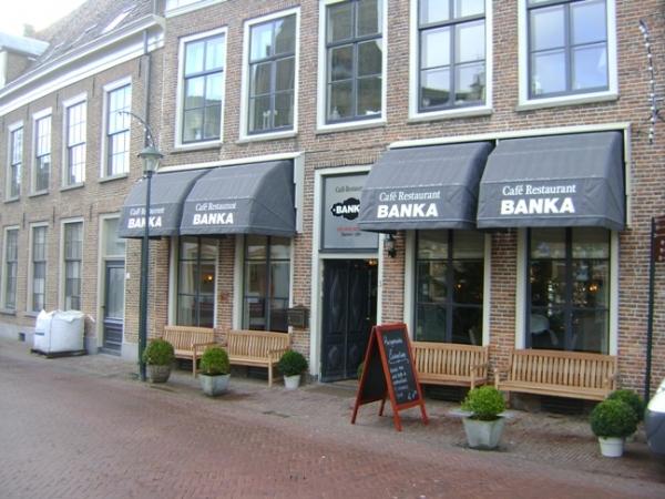 Restaurant Banka met reclame op de onderste slag