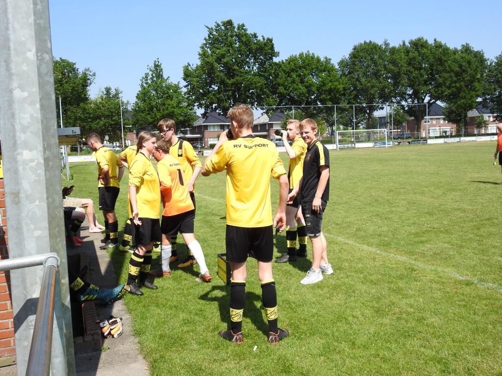 Foto uit album Foto uit album: Rijssen Vooruit JO17 Kampioen 2018<br />
