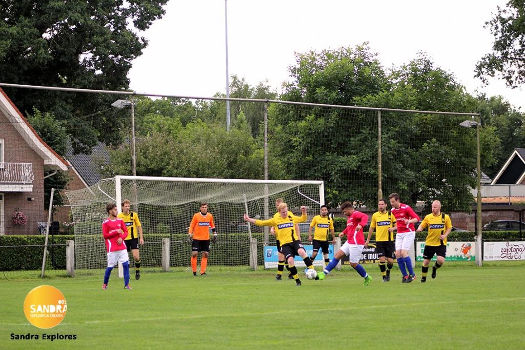 Foto uit album Foto uit album: Rijssen Vooruit 1 - Grolse Boys 1 (5-2) 2-9-2017 <br />