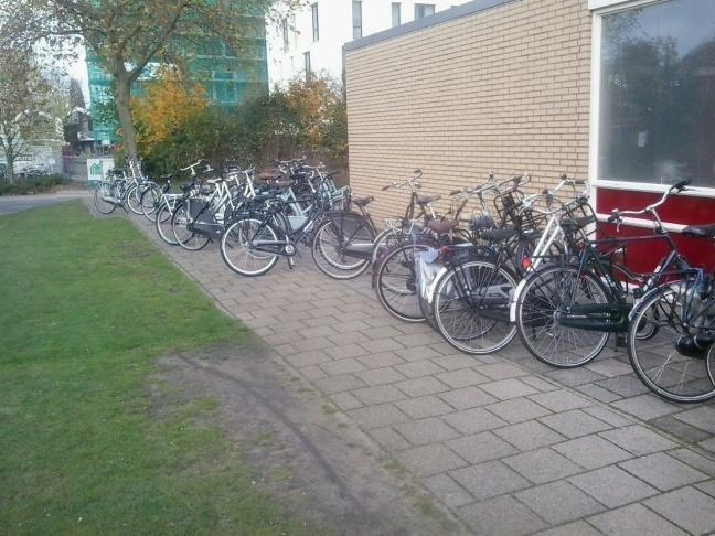 Fietsen in het fietsenrek