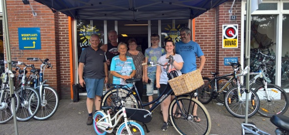 Prijswinnaars loterij halen fiets op