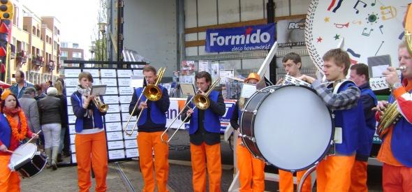 Inzamelen voor Advendo's Oranje Feest