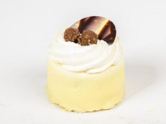 Foto van Glutenvrij Hazelnoot slagroom schuim gebakje