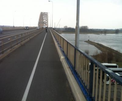 Afbeelding bij Waalbrug A50