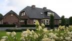 Thumbnail van Grote landelijke tuin met romantische uitstraling