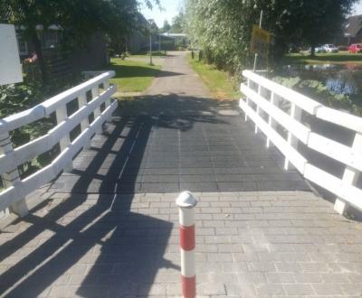 Antislip maken bruggen Gemeente Medemblik
