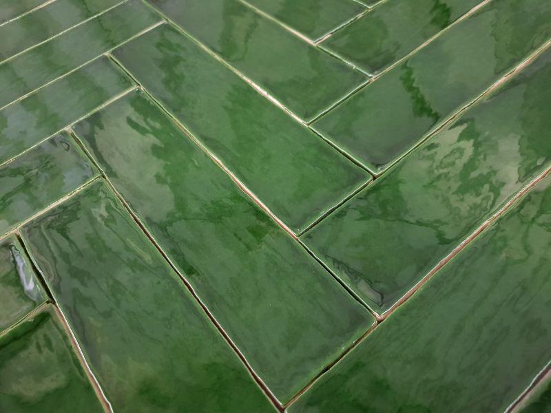 Groen Tegels Outlet : Wandtegel glans groen getrommeld cm cm